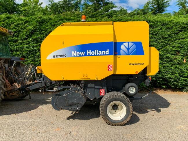 New Holland BR7060 CropCutter II round baler