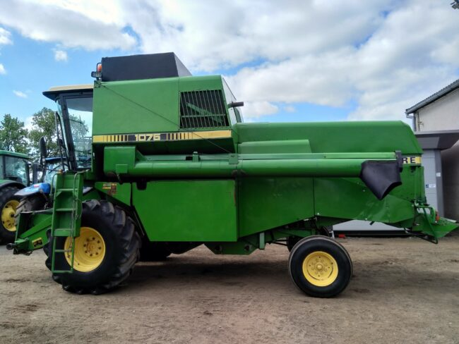John Deere 1075 combine harvester